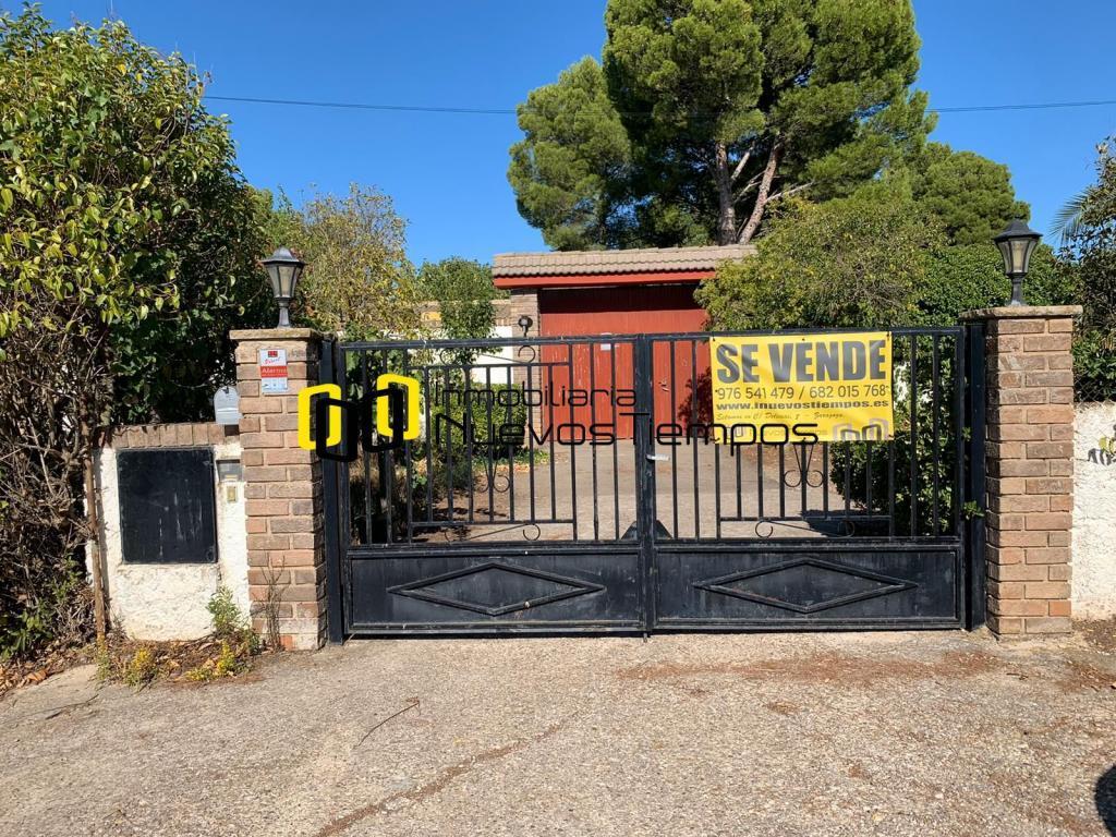 Chalet Venta Zaragoza Longares  Finca de recreo con 5.100m2, casa urbana <br>Un Paraíso para disfrutar con la familia